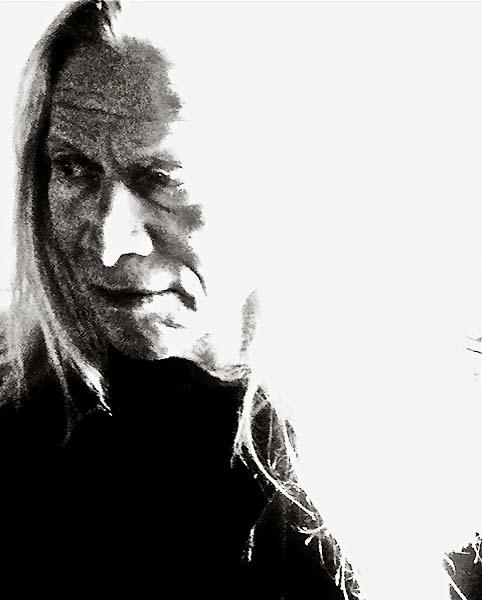 black-and-white-1.jpg